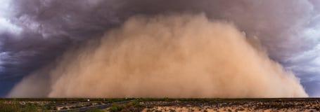 Panorama da tempestade da poeira no deserto do Arizona foto de stock