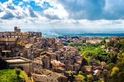 Panorama da vila do latium de Caprarola - província de Viterbo das paisagens - Itália foto de stock