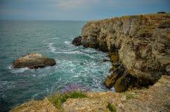 Panorama dal mare della Bulgaria della spiaggia delle scogliere di Tyulenovo Immagini Stock Libere da Diritti