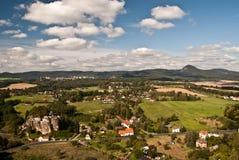 Panorama dall'allerta del Na Strazi di rozhledna sopra Sloup v Cechach Fotografia Stock Libera da Diritti