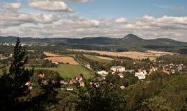 Panorama dall'allerta del Na Strazi di rozhledna sopra Sloup v Cechach Fotografie Stock