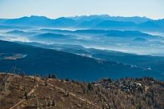 Panorama dalla cima di Gerlitzen in autunno tardo in alpi austriache Immagine Stock Libera da Diritti