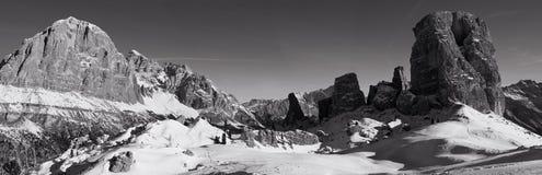 Panorama das dolomites do inverno mono foto de stock royalty free