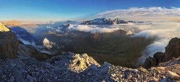Panorama das dolomites dos cumes foto de stock royalty free