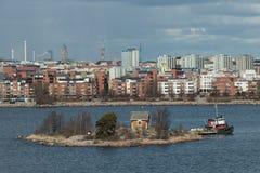 Panorama das ilhas e da arquitetura velha da cidade em Helsínquia Fotografia de Stock