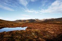 Panorama das montanhas de Bluestack na Irlanda de Donegal com um lago na parte dianteira Imagens de Stock Royalty Free