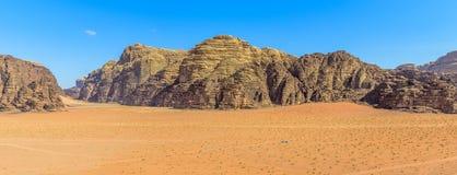 Panorama das montanhas do deserto de Wadi Rum Foto de Stock