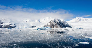 Panorama das montanhas em Continente antárctico Fotografia de Stock Royalty Free