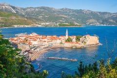 Panorama das paredes Venetian de Budva um T medieval montenegrino foto de stock royalty free