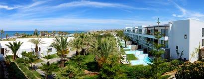 Panorama das piscinas no hotel de luxo foto de stock royalty free