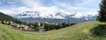 Panorama de Alpin de Santo-Nicolás (ITALIA) Fotografía de archivo