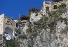 Panorama de Amalfi de edificios típicos Fotografía de archivo