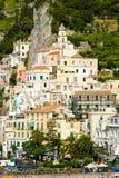 Panorama de Amalfi de la aldea Imagen de archivo libre de regalías