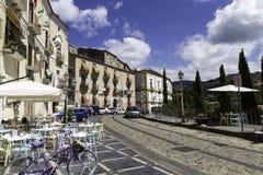 Panorama de Amantea& viejo x27; s, calle de centro, Calabria Foto de archivo