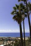 Panorama de Amantea& viejo x27; s, visión superior con la costa y mar Foto de archivo