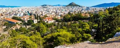 Panorama de Athenes, Grécia com casas e monte de Lycabettus Imagem de Stock