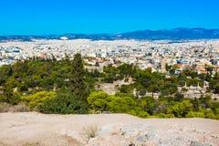 Panorama de Athenes, Grécia com casas e ruínas antigas Imagens de Stock Royalty Free