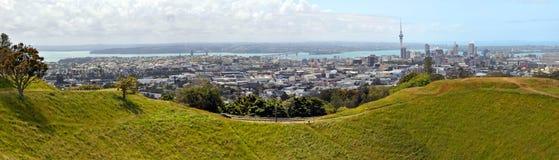 Panorama de Auckland da montagem Eden, Nova Zelândia foto de stock royalty free