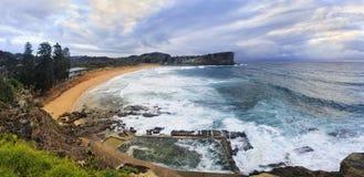 Panorama de Avalon Beach Top do mar fotos de stock