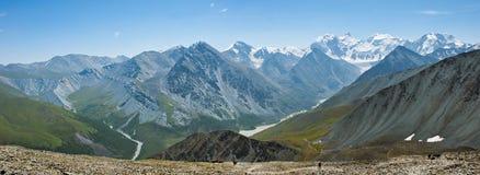 Panorama de bâti Belukha, de vallée et de lac Akkem de Yarlu Photos stock