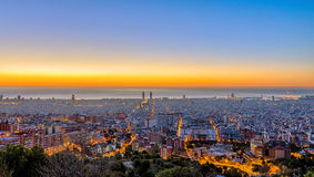 Panorama de Barcelone avant coucher du soleil Photos stock