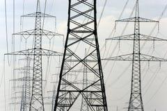 Panorama de beaucoup de poteaux de courant électrique photos libres de droits