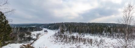 Panorama in de beken van natuurreservaatolenyi in het gebied van Sverdlovsk stock afbeelding