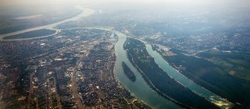 Panorama de Belgrade avec une vue de l'avion Image stock