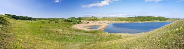 Panorama de belle vallée verte Photos libres de droits
