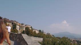 Panorama de Bergamo Alta da porta da cidade de Porta San Giacomo filme