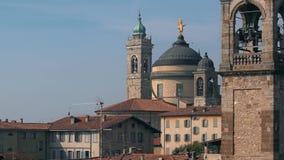 Panorama de Bergamo velho, Itália Bergamo, igualmente chamado dei Mille de La Citt, ` a cidade dos mil `, é uma cidade dentro vídeos de arquivo