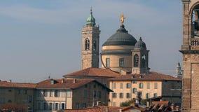 Panorama de Bergamo velho, Itália Bergamo, igualmente chamado dei Mille de La Citt, ` a cidade dos mil `, é uma cidade dentro video estoque