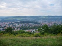 Panorama de Bohemia central de un puesto de observación sobre ciudad del beroun Foto de archivo libre de regalías
