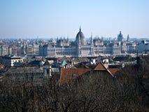 Panorama de Budapest con el edificio húngaro del parlamento del Ro Imagen de archivo libre de regalías