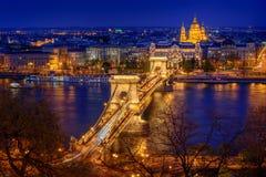 Panorama de Budapest, Hungría, con el puente de cadena Foto de archivo libre de regalías