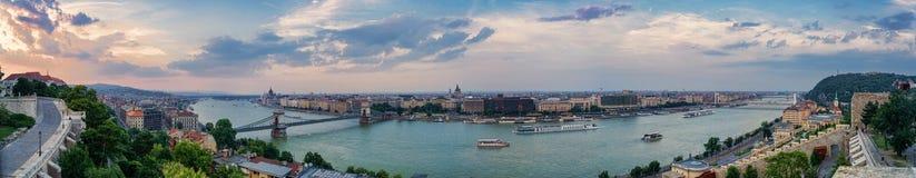 Panorama de Budapest y del río Danubio imágenes de archivo libres de regalías