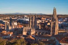 Panorama de cathédrale et de ville de Burgos au coucher du soleil Burgos, Castille et Léon, Espagne photos libres de droits