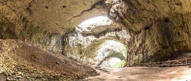 Panorama de caverne de Devetashka, Bulgarie Photos stock