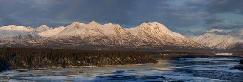 Panorama de chaîne d'Alaska en lumière de matin Photos libres de droits
