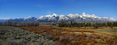 Panorama de chaîne de montagne de Teton Photos stock