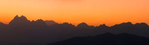 Panorama de chaînes de montagne Photo stock