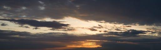 Panorama de ciel de coucher du soleil Photographie stock