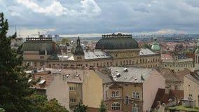Panorama de construção histórica surpreendente de Zagreb da parte superior, vista em telhados video estoque