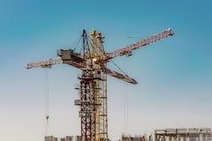 Panorama de construction au fond du ciel bleu Photographie stock