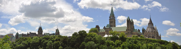 Panorama de constructions et de bibliothèque du Parlement, Ottawa Images stock