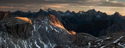 Panorama de coucher du soleil de dolomites Image stock