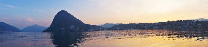 Panorama de coucher du soleil de Lugano de lac Photo libre de droits