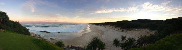 Panorama de coucher du soleil de plage photographie stock libre de droits