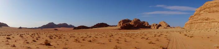 Panorama de désert jordanien en Wadi Rum, Jordanie Wadi Rum a mené à sa désignation comme site de patrimoine mondial de l'UNESCO  photographie stock libre de droits