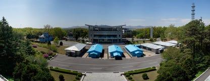 Panorama de DMZ (Panmunjom), casa da liberdade como visto do DPRK Fotografia de Stock Royalty Free